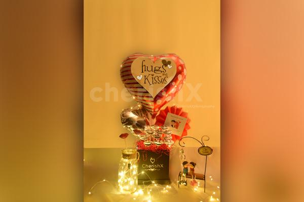 Light up your lover's Heart by gifting this sweet Kiss Day (Hugs & Kisses) Bucket!!