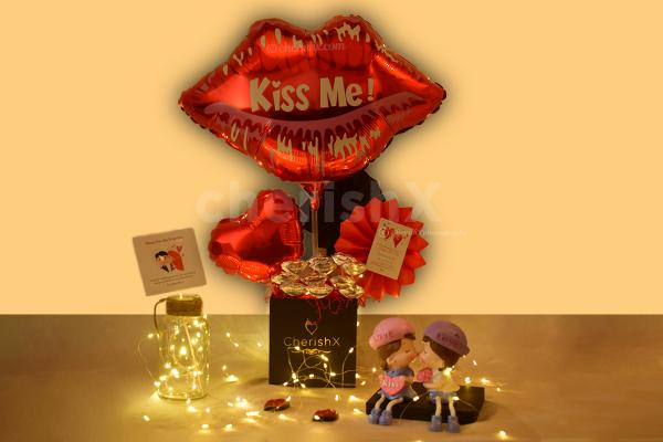 Gift him/her this beautiful Kiss Me Balloon Bucket and make them feel special!