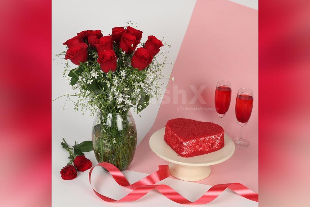 Red Velvet Cake N Roses Arrangement