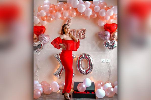 Balloon Arch of Rosegold and White Balloons