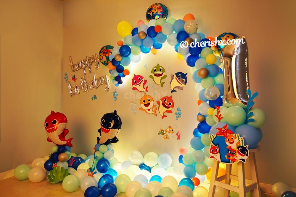 The decor consists of shades of blue color balloons that makes it look much more beautiful
