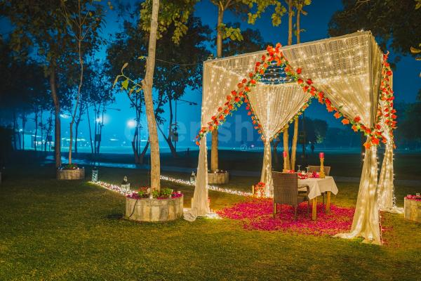 Surprise your partner with an amazing proposal followed by a delicious dinner in delhi ncr