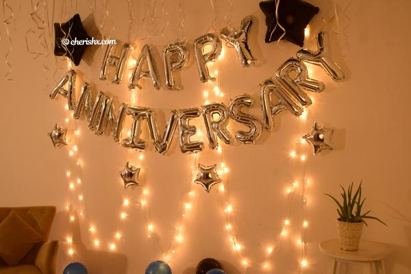 Make your anniversary memorable with this attractive decoration.