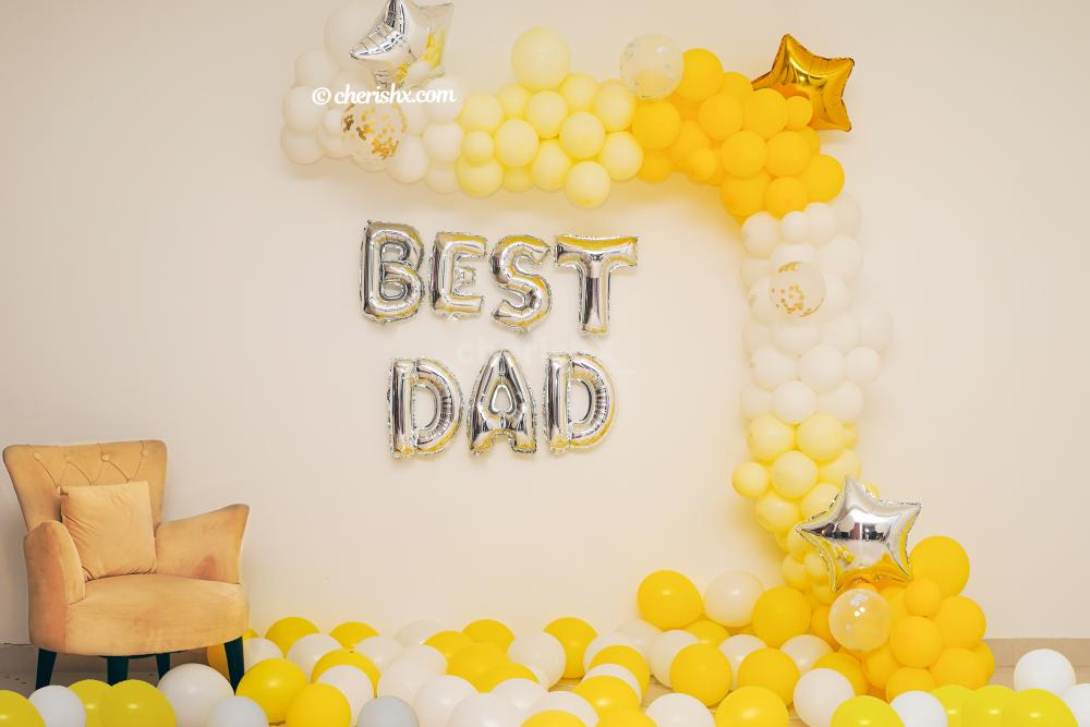 A Charming decoration filled with balloons to surprise your dad in the best way possible.
