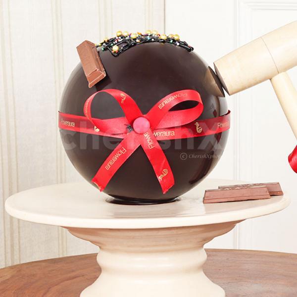 Round Choco Pinata Cake