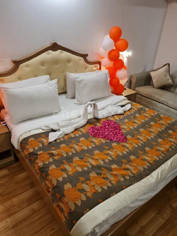 Romantic Overnight Stay in Plush King