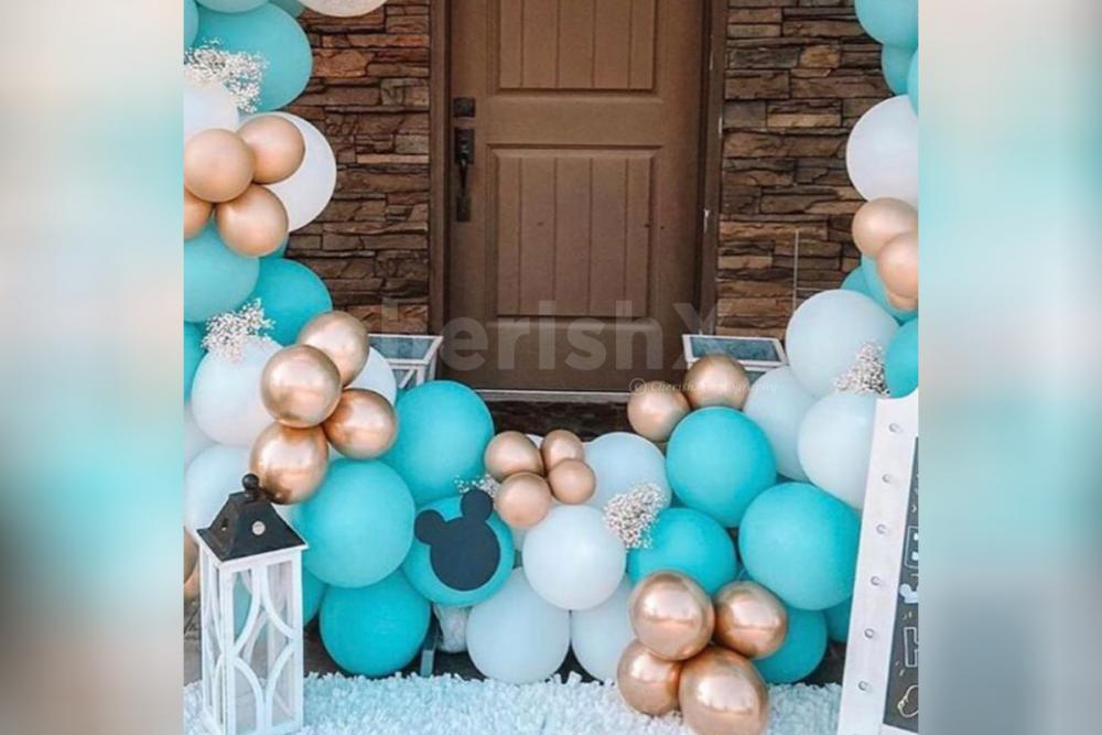 A balloon ring decor for 1st birthdays and baby shower.
