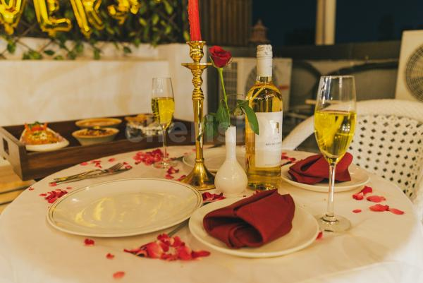 Private movie and dinner in janakpuri for you special celebrations