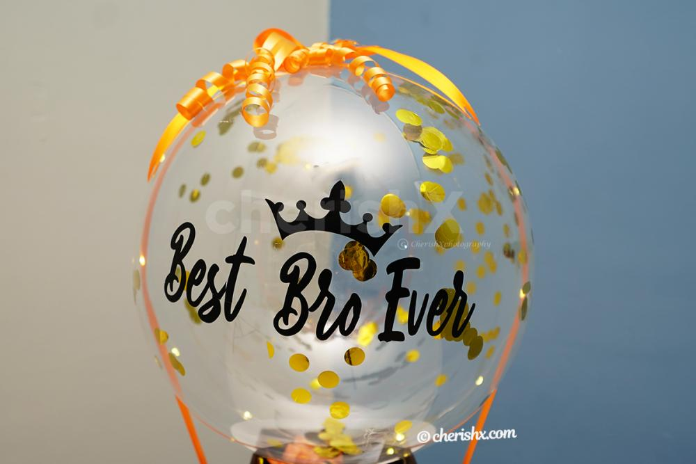 Let your brother make the corners of his room pretty with this adorable Bubble balloon bucket